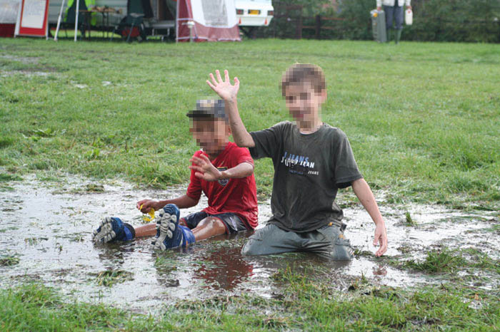 Boys Pic In Rain Images & Pictures - Becuo